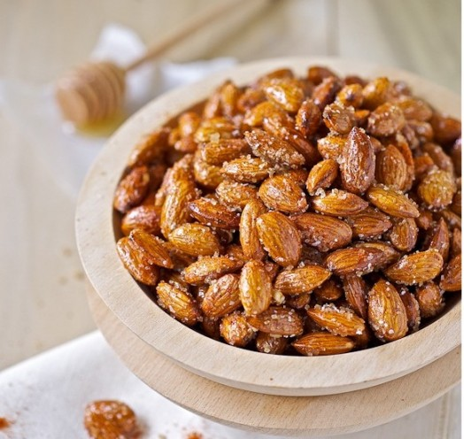 Honey roasted almonds - easy dessert ideas (1)