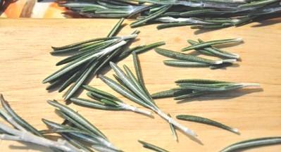 Rosemary honey - cooking rosemary (20)