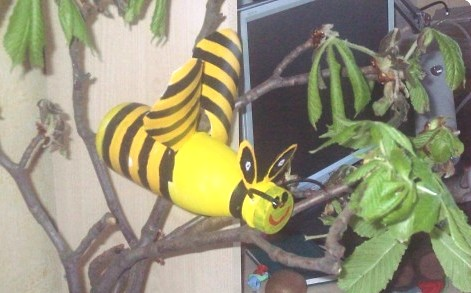 Bumble bee crafts - making a bumble bee (6)
